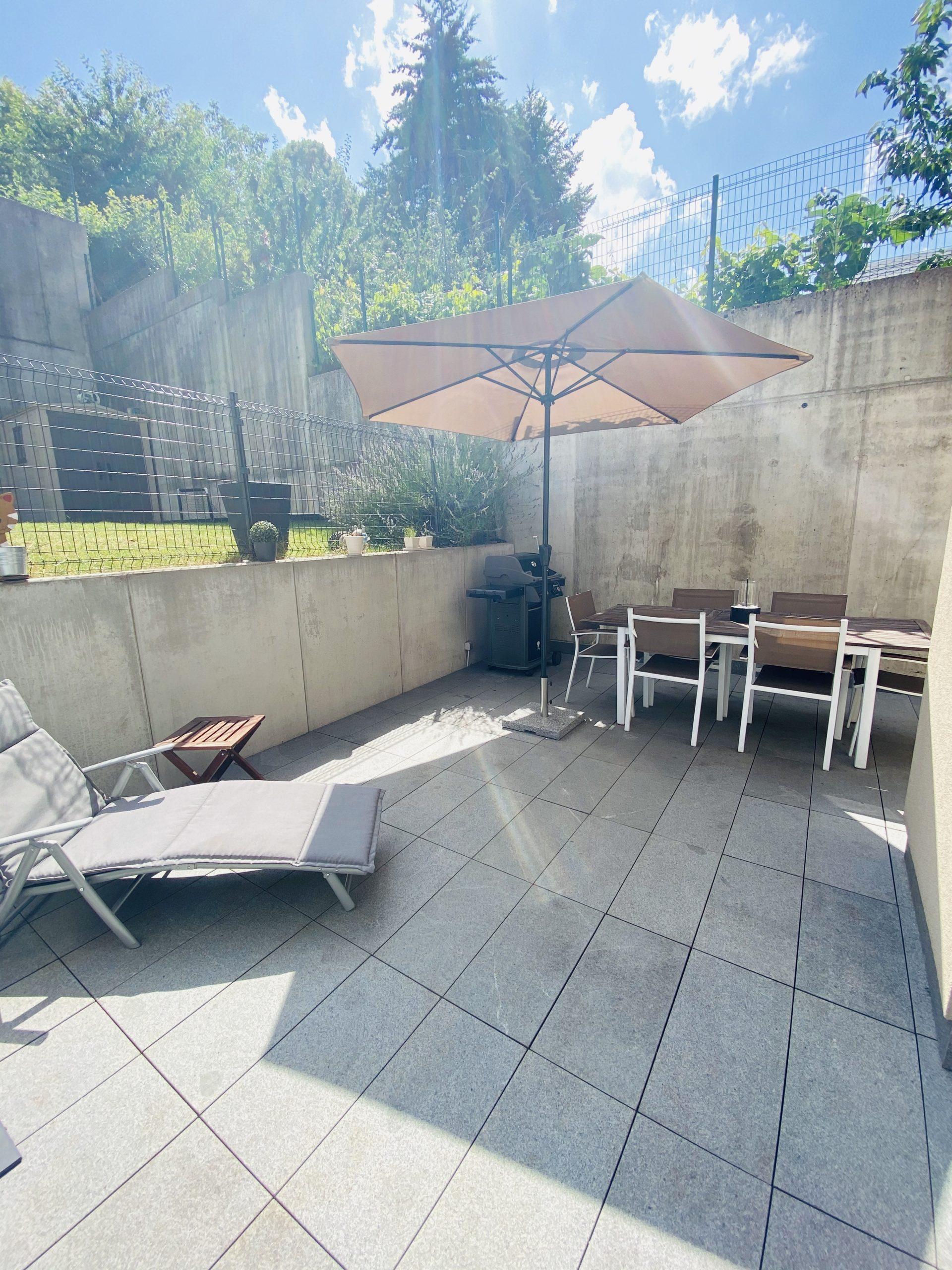 Rodange: Appartement 2 chambres. Terrasse et jardin privatif.